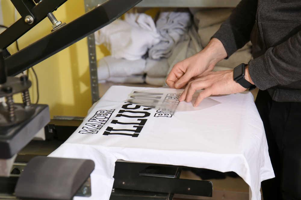 La serigrafía y la impresión digital de camisetas
